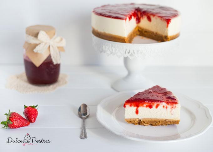Tarta de queso con mermelada de fresa presentación