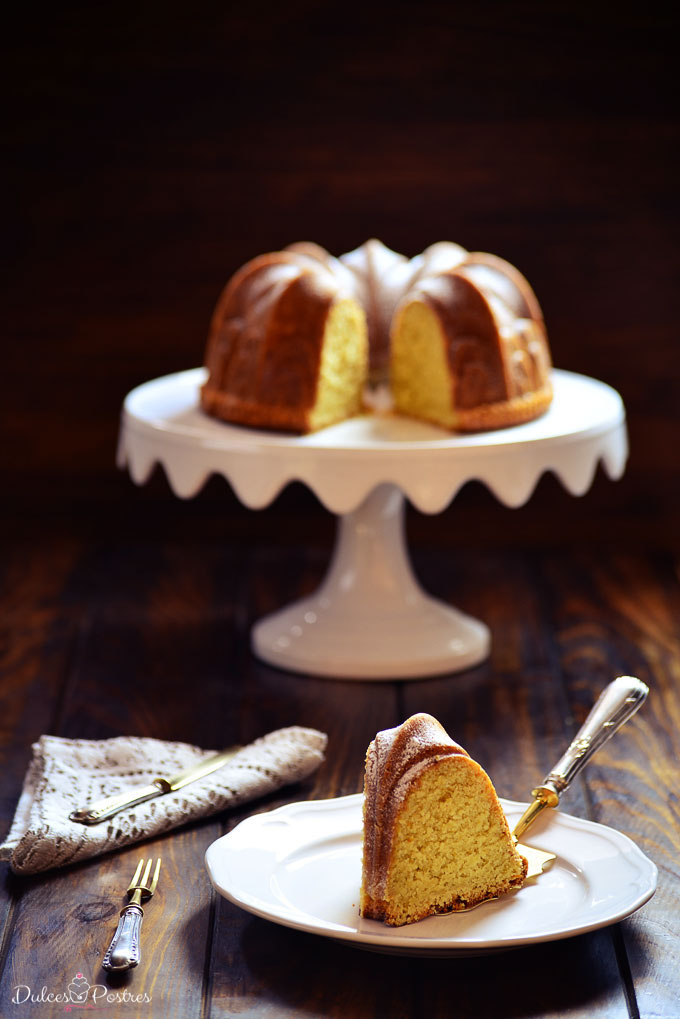 Porción de Bundt cake de limón