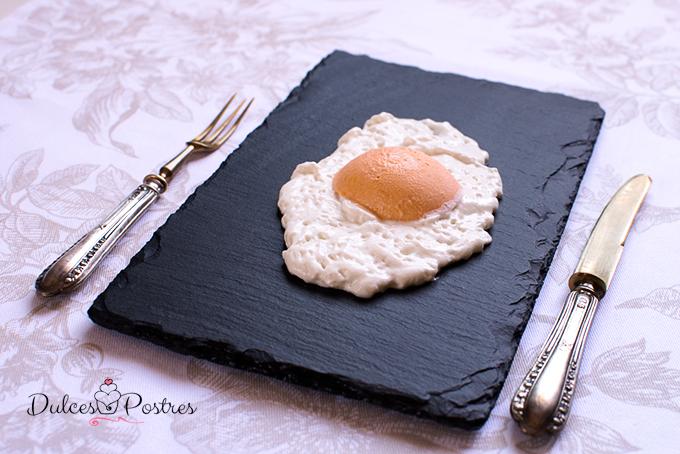Espuma de coco con sorbete de yema de huevo