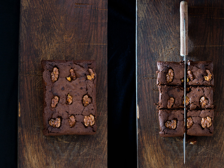 Antes y después de dividir brownie de chocolate y nueces