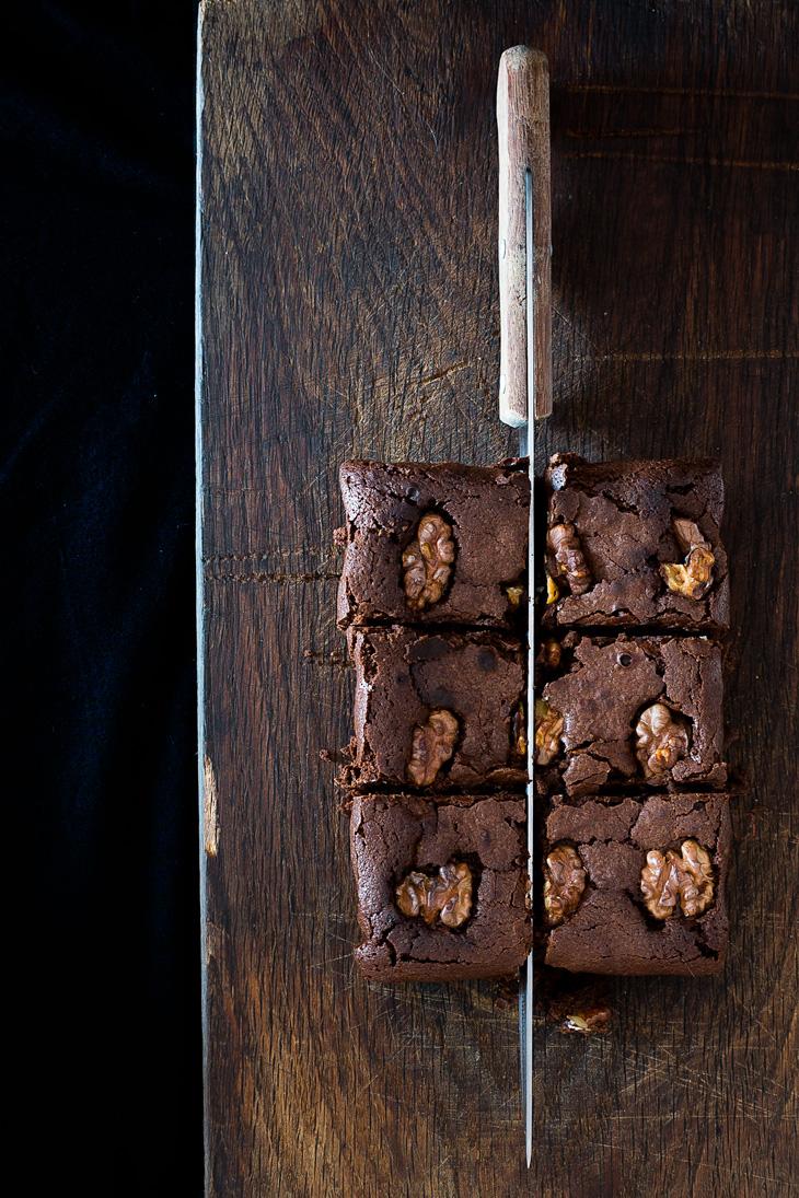 División en cuadrados iguales del brownie de chocolate