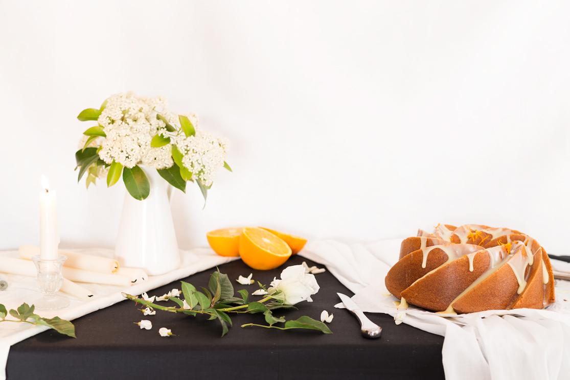 Receta de Bundt cake de naranja bañado en chocolate blanco