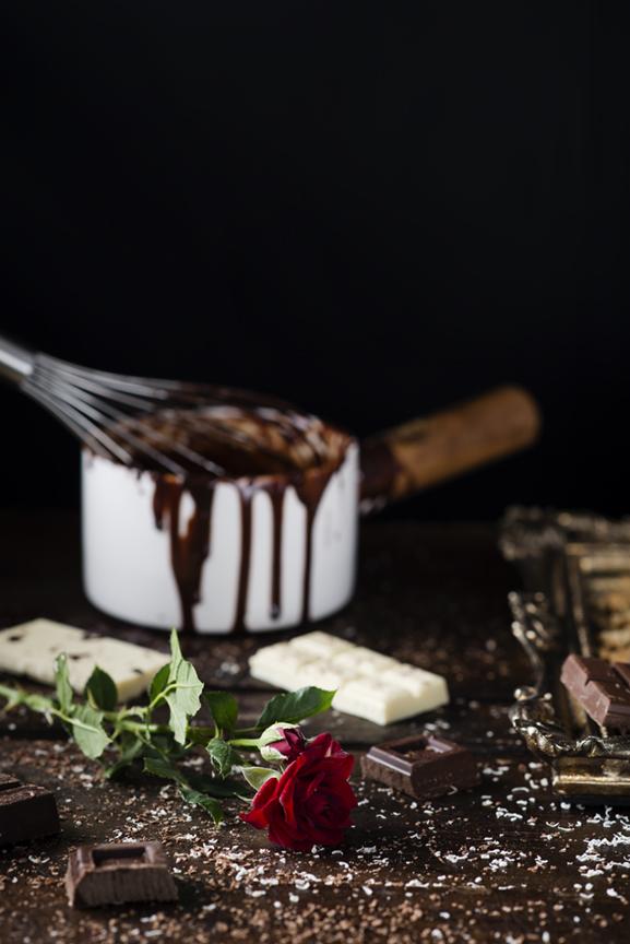 Chocolate con leche para la tarta tres chocolates